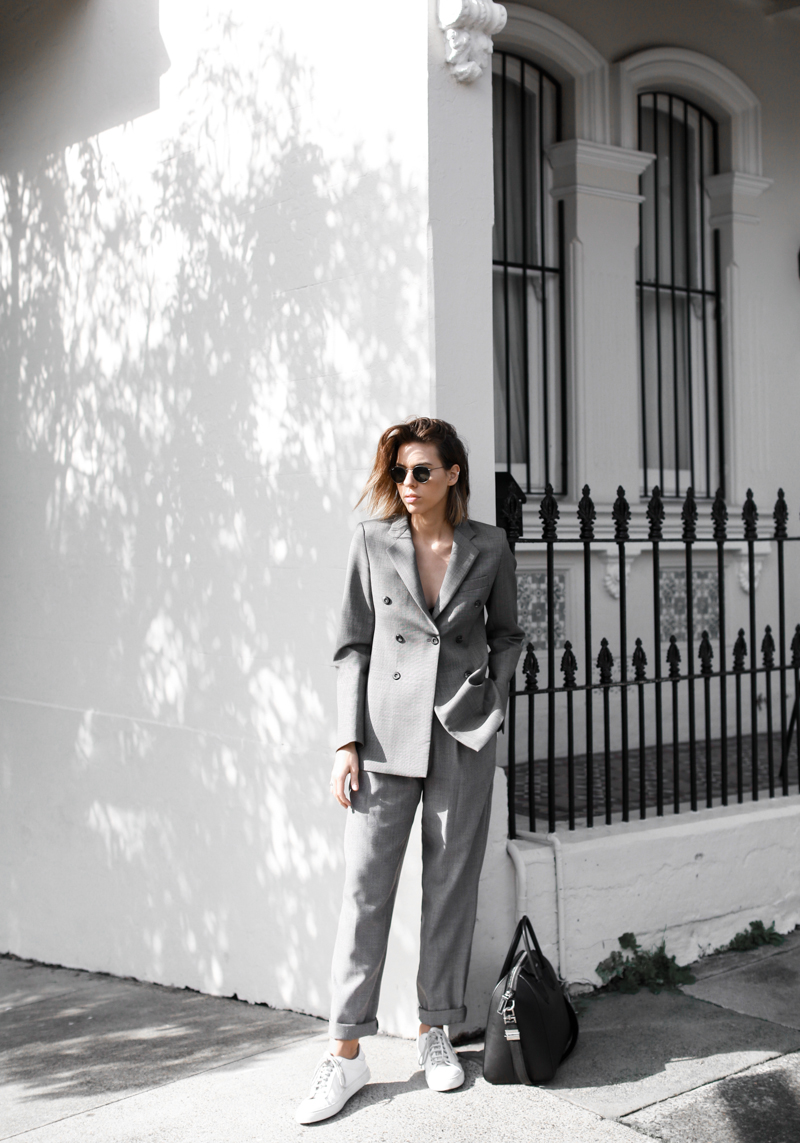 match suit with white sneakers